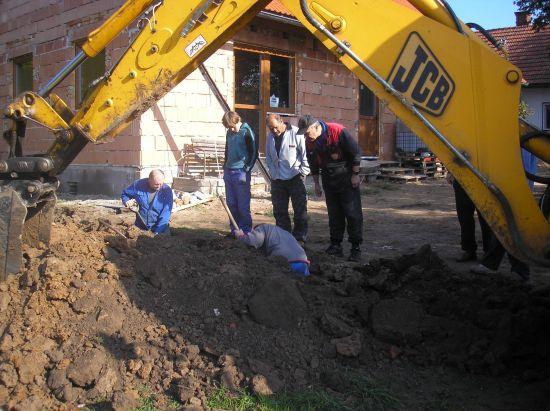 ....výstavba kanalizace....