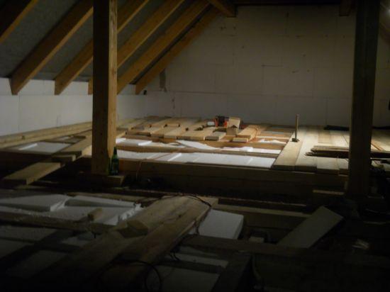 Zateplení stropu a montáž schodů